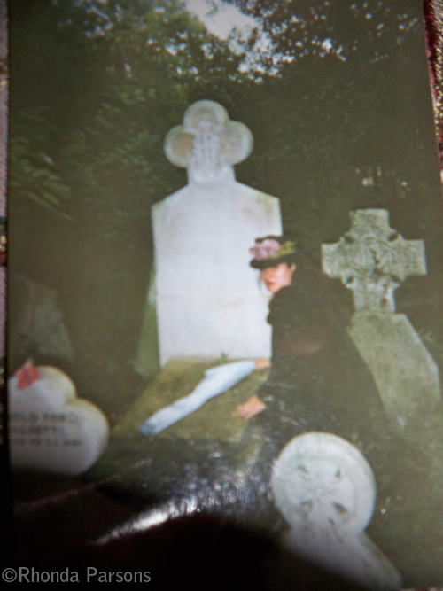Rhonda Parsons at Elizabeth Siddal's grave.